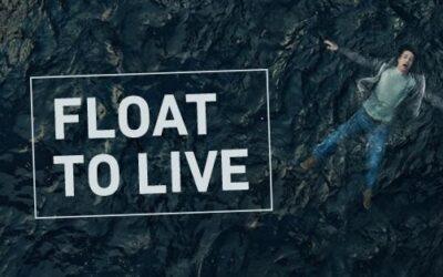 Nổi để sinh tồn: Bé trai 10 tuổi cầm cự giữa biển nhờ kỹ thuật nổi người học được từ phim tài liệu
